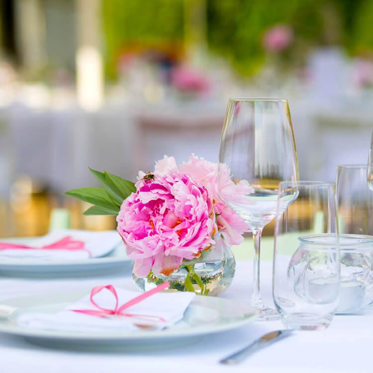 Hochzeitstisch gedeckt